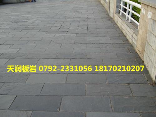 青石板与瓷砖,木地板相比,具有以下特点:    一,装饰效果新颖,青