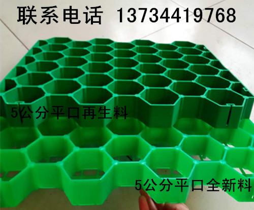 而无纺布亦是一种高分子短纤维化学材料,通过针刺或热粘成形,具有较高
