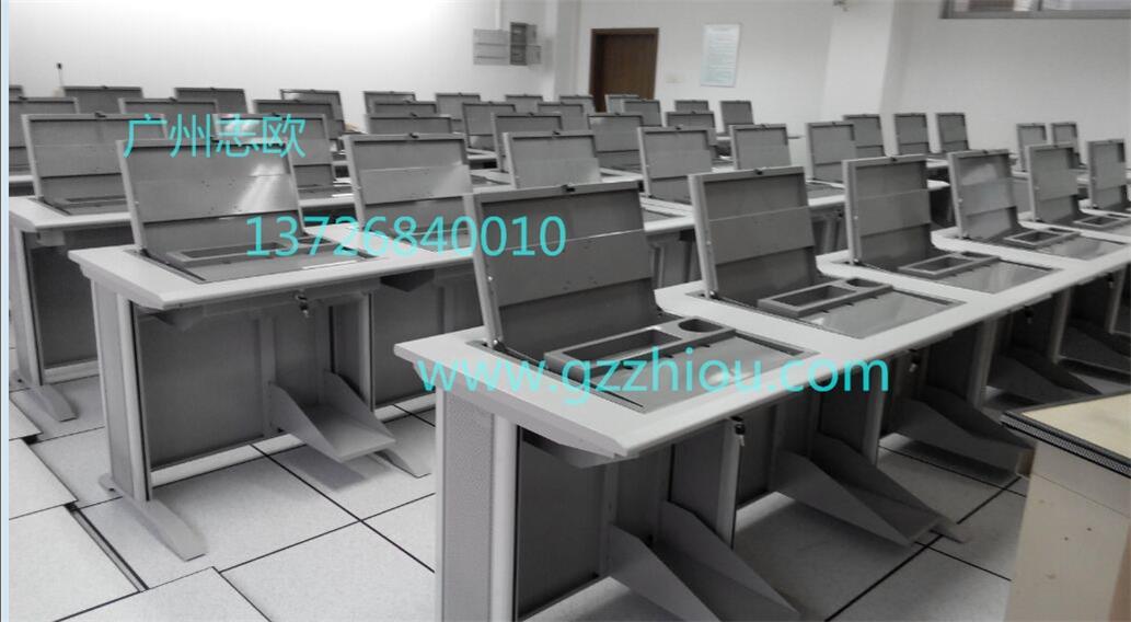 显示器的接线头可从机箱的侧围下伸到桌面里