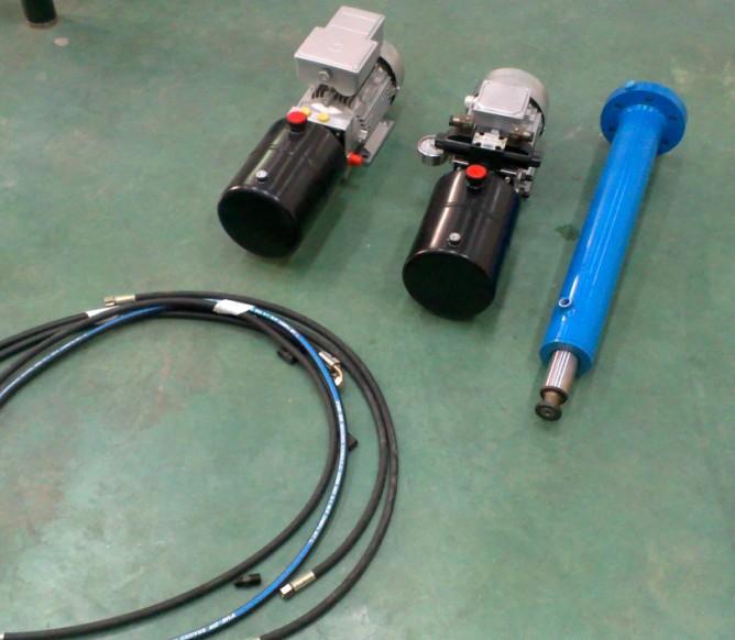 在工作状态下,液压执行器受控于电磁阀,系统指令信号使电磁阀动作