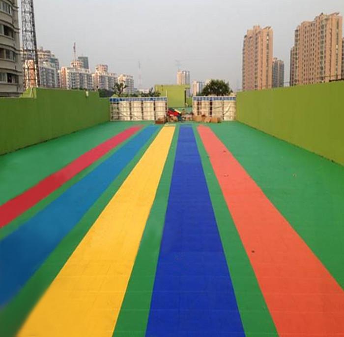 厂家定做幼儿园地板,幼儿园悬浮拼装地板高清图片